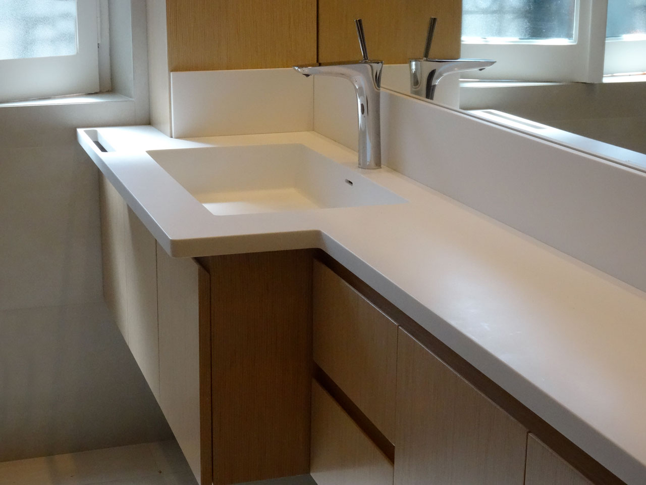 Mobile da bagno con Top in DuPont™ Corian® - Arco Arredo art & design in DuPont™ Corian®