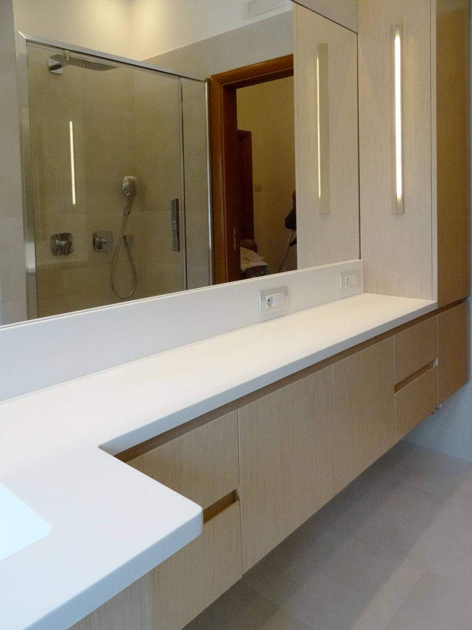 Arco Arredo art & design in DuPont™ Corian® | Mobile bagno Top Corian®